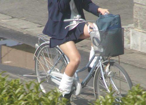 【盗撮】朝一からパンチラしちゃうJKの自転車通学エロ画像 38枚 No.12