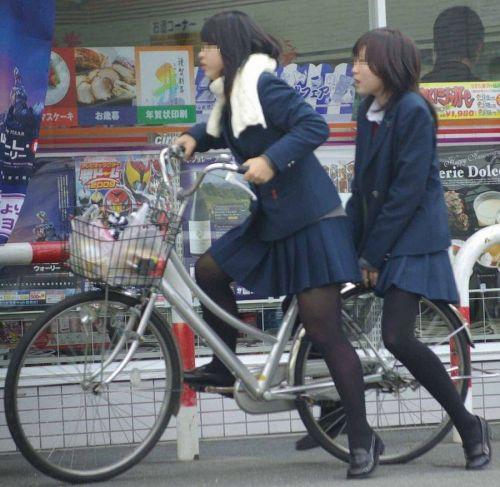 【盗撮】朝一からパンチラしちゃうJKの自転車通学エロ画像 38枚 No.13