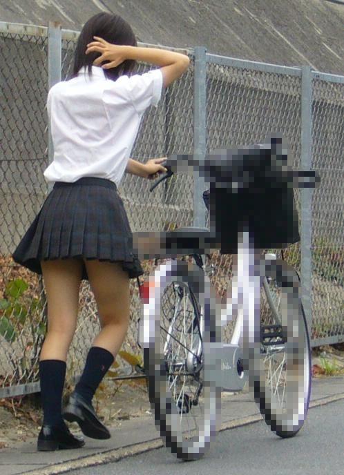 【盗撮】朝一からパンチラしちゃうJKの自転車通学エロ画像 38枚 No.14