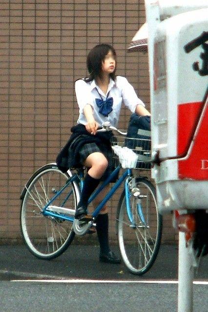 【盗撮】朝一からパンチラしちゃうJKの自転車通学エロ画像 38枚 No.15