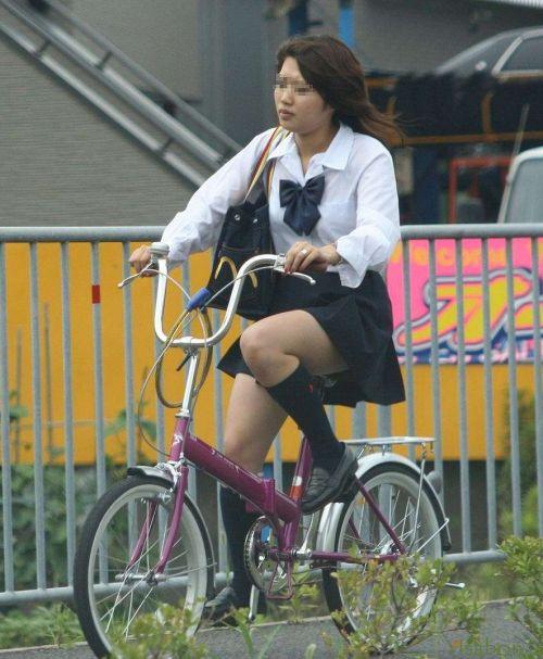 【盗撮】朝一からパンチラしちゃうJKの自転車通学エロ画像 38枚 No.17