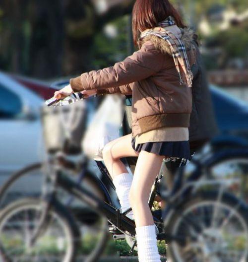 【盗撮】朝一からパンチラしちゃうJKの自転車通学エロ画像 38枚 No.18