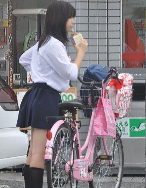 【盗撮】朝一からパンチラしちゃうJKの自転車通学エロ画像 38枚 No.19