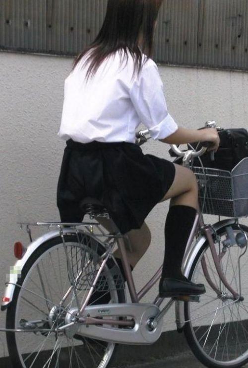 【盗撮】朝一からパンチラしちゃうJKの自転車通学エロ画像 38枚 No.20