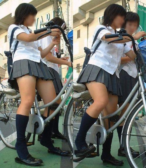 【盗撮】朝一からパンチラしちゃうJKの自転車通学エロ画像 38枚 No.22