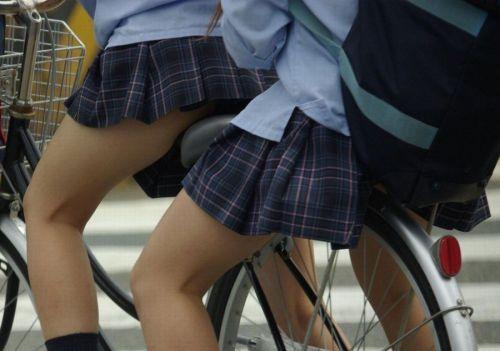 【盗撮】朝一からパンチラしちゃうJKの自転車通学エロ画像 38枚 No.23