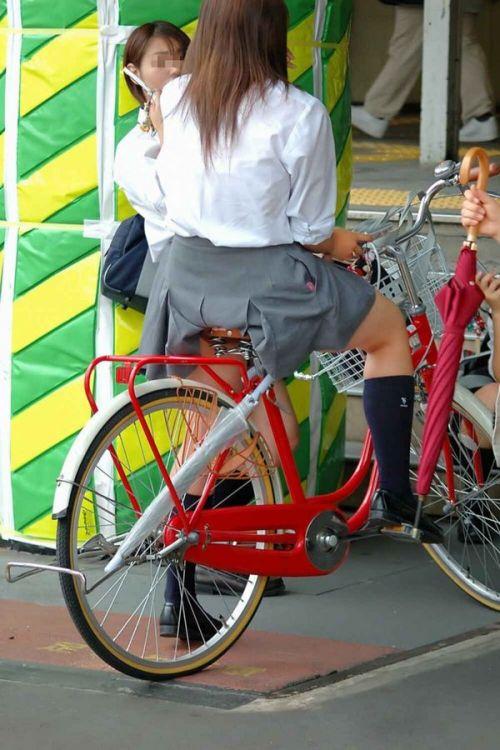【盗撮】朝一からパンチラしちゃうJKの自転車通学エロ画像 38枚 No.27
