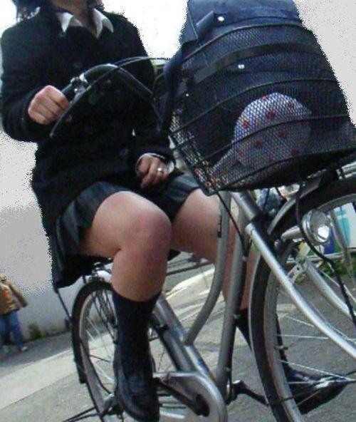 【盗撮】朝一からパンチラしちゃうJKの自転車通学エロ画像 38枚 No.28
