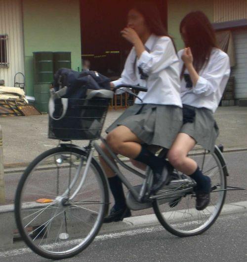 【盗撮】朝一からパンチラしちゃうJKの自転車通学エロ画像 38枚 No.30
