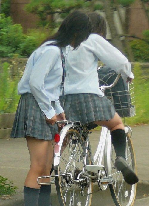 【盗撮】朝一からパンチラしちゃうJKの自転車通学エロ画像 38枚 No.32