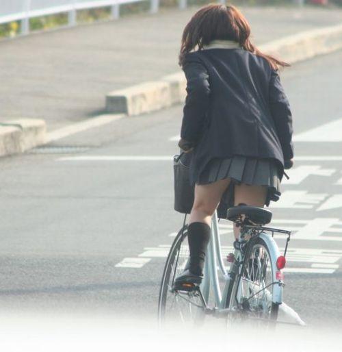 【盗撮】朝一からパンチラしちゃうJKの自転車通学エロ画像 38枚 No.33