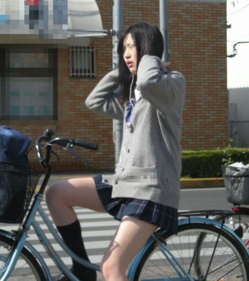 【盗撮】朝一からパンチラしちゃうJKの自転車通学エロ画像 38枚 No.34