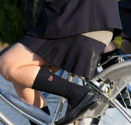【盗撮】朝一からパンチラしちゃうJKの自転車通学エロ画像 38枚 No.36