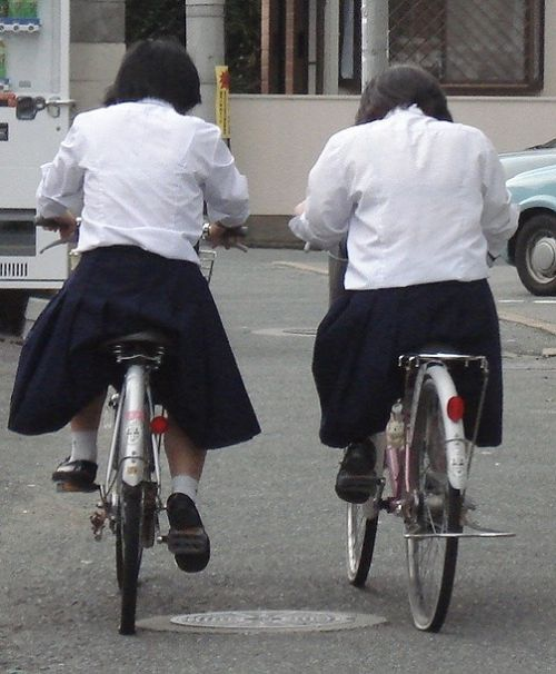 【盗撮】朝一からパンチラしちゃうJKの自転車通学エロ画像 38枚 No.37