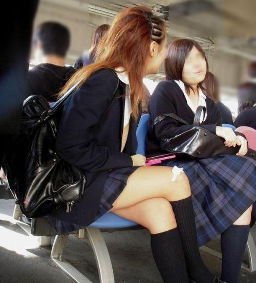 電車でだらしなくパンチラしてるJK達の盗撮エロ画像 40枚 No.6