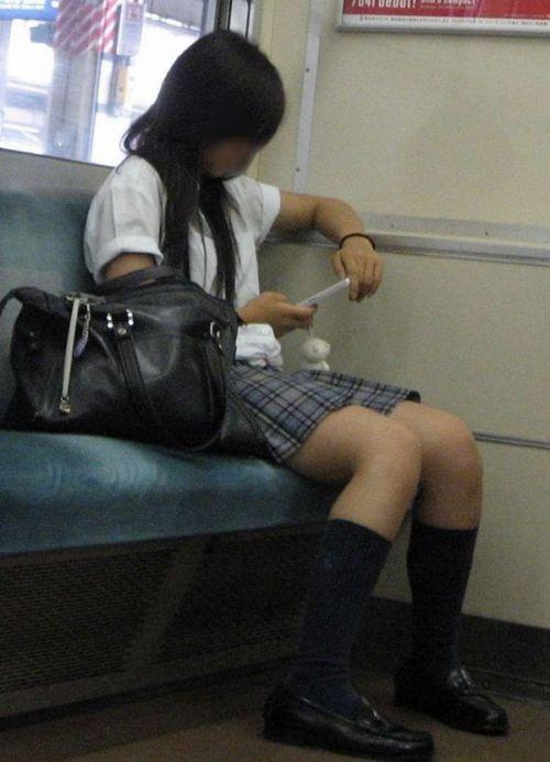 電車でだらしなくパンチラしてるJK達の盗撮エロ画像 40枚 No.7