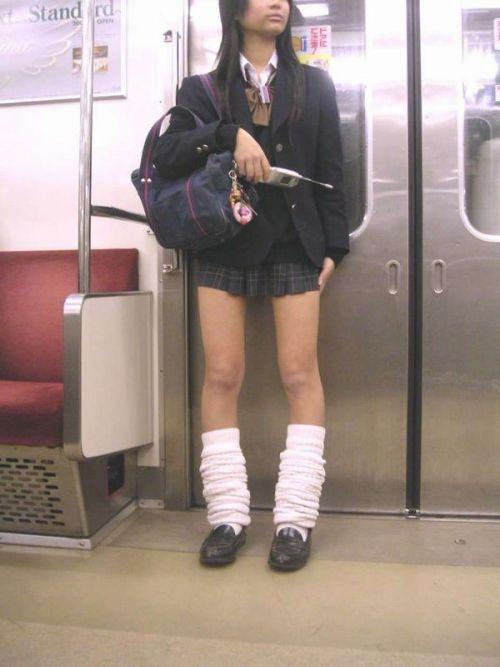 電車でだらしなくパンチラしてるJK達の盗撮エロ画像 40枚 No.10