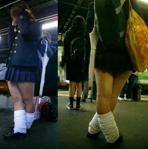 電車でだらしなくパンチラしてるJK達の盗撮エロ画像 40枚 No.15