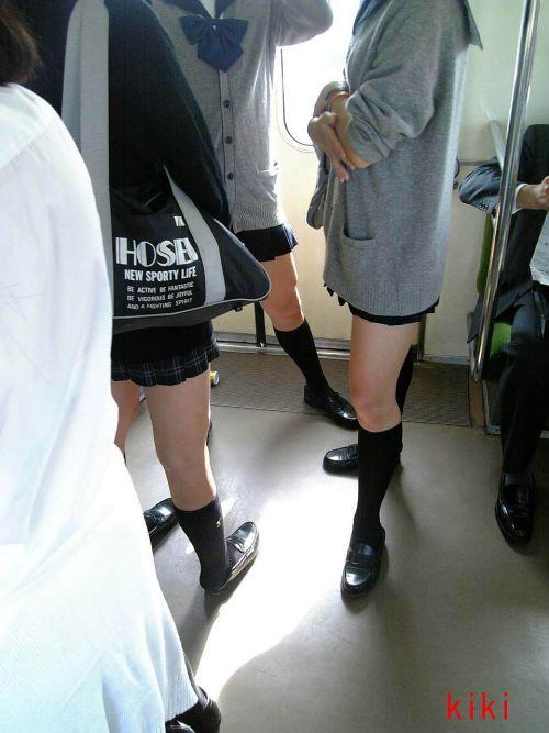電車でだらしなくパンチラしてるJK達の盗撮エロ画像 40枚 No.18