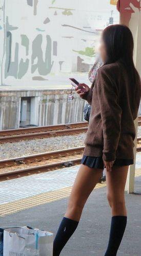 電車でだらしなくパンチラしてるJK達の盗撮エロ画像 40枚 No.19