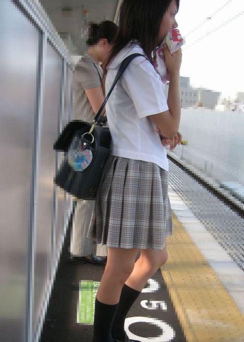 電車でだらしなくパンチラしてるJK達の盗撮エロ画像 40枚 No.26