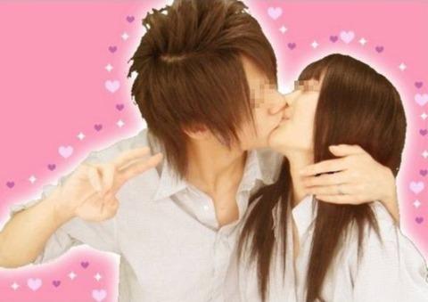 プリクラ内でJKが悪ノリしてキスしちゃってるエロ画像ww 37枚 No.4