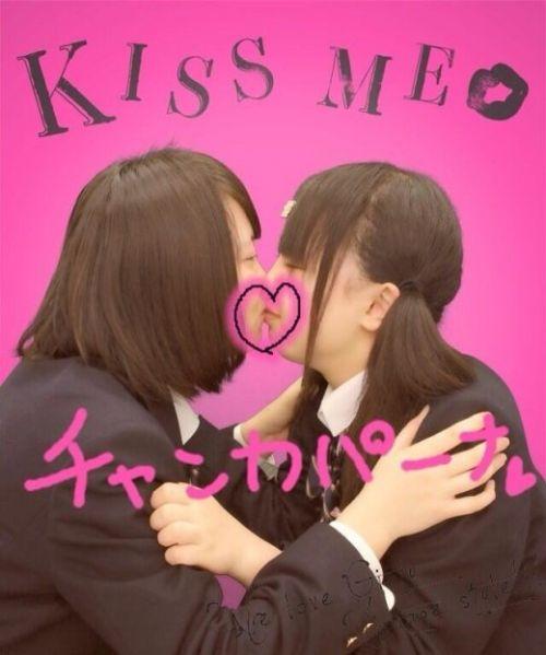 プリクラ内でJKが悪ノリしてキスしちゃってるエロ画像ww 37枚 No.6