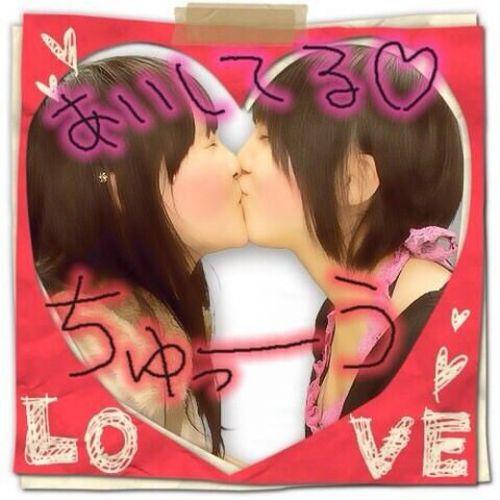 プリクラ内でJKが悪ノリしてキスしちゃってるエロ画像ww 37枚 No.12