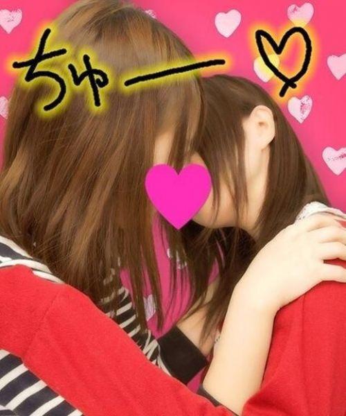プリクラ内でJKが悪ノリしてキスしちゃってるエロ画像ww 37枚 No.24