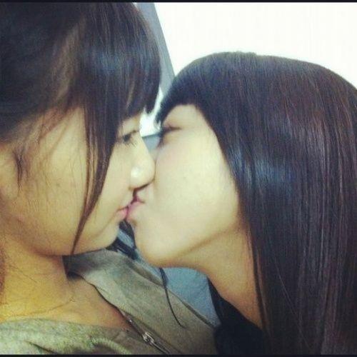 プリクラ内でJKが悪ノリしてキスしちゃってるエロ画像ww 37枚 No.26