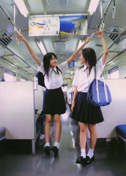 電車の中でだらしなく足を広げたJKのパンチラ盗撮画像 39枚 No.6