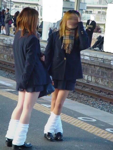 電車の中でだらしなく足を広げたJKのパンチラ盗撮画像 39枚 No.13