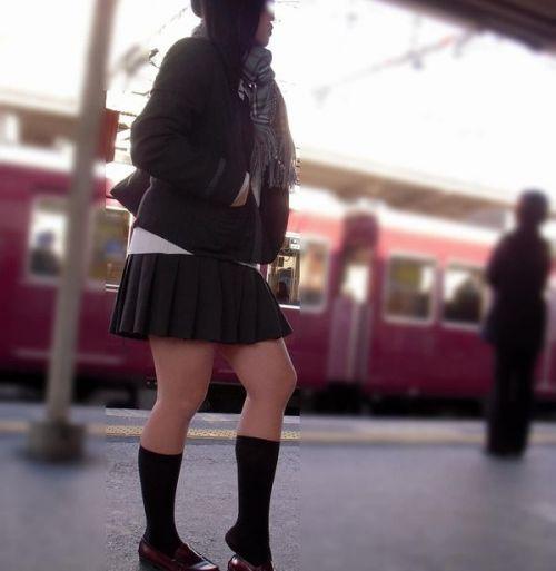 電車の中でだらしなく足を広げたJKのパンチラ盗撮画像 39枚 No.15