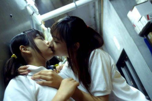 レズの女の子が体を絡めあって濃厚なキスしちゃうエロ画像まとめ 35枚 No.24