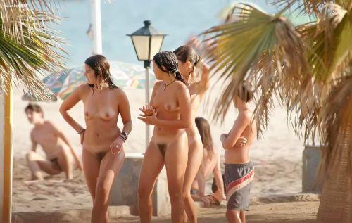 【海外盗撮】ヌーディストビーチで巨乳を放り出す外国人美女エロ画像 39枚 No.6