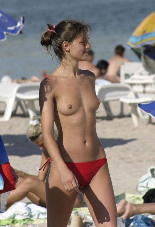 【海外盗撮】ヌーディストビーチで巨乳を放り出す外国人美女エロ画像 39枚 No.11