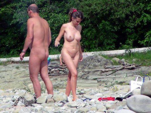 【海外盗撮】ヌーディストビーチで巨乳を放り出す外国人美女エロ画像 39枚 No.13