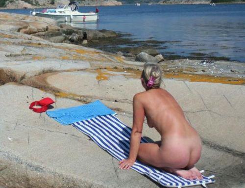 【海外盗撮】ヌーディストビーチで巨乳を放り出す外国人美女エロ画像 39枚 No.15