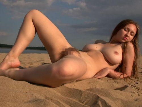 【海外盗撮】ヌーディストビーチで巨乳を放り出す外国人美女エロ画像 39枚 No.16