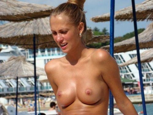 【海外盗撮】ヌーディストビーチで巨乳を放り出す外国人美女エロ画像 39枚 No.20