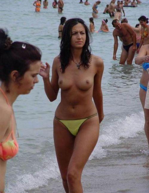 【海外盗撮】ヌーディストビーチで巨乳を放り出す外国人美女エロ画像 39枚 No.22