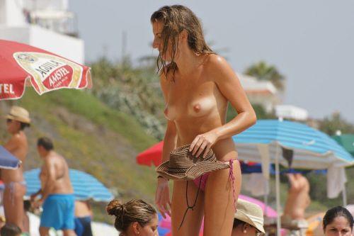 【海外盗撮】ヌーディストビーチで巨乳を放り出す外国人美女エロ画像 39枚 No.24
