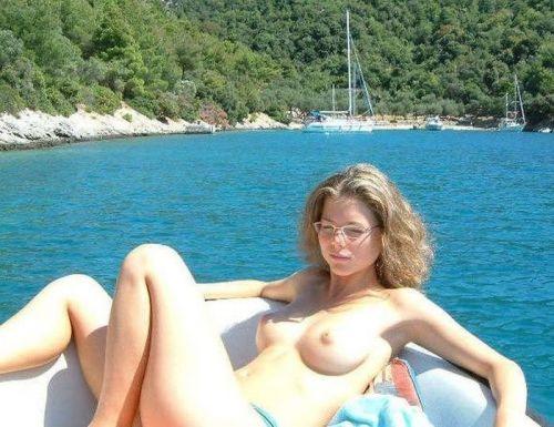 【海外盗撮】ヌーディストビーチで巨乳を放り出す外国人美女エロ画像 39枚 No.31
