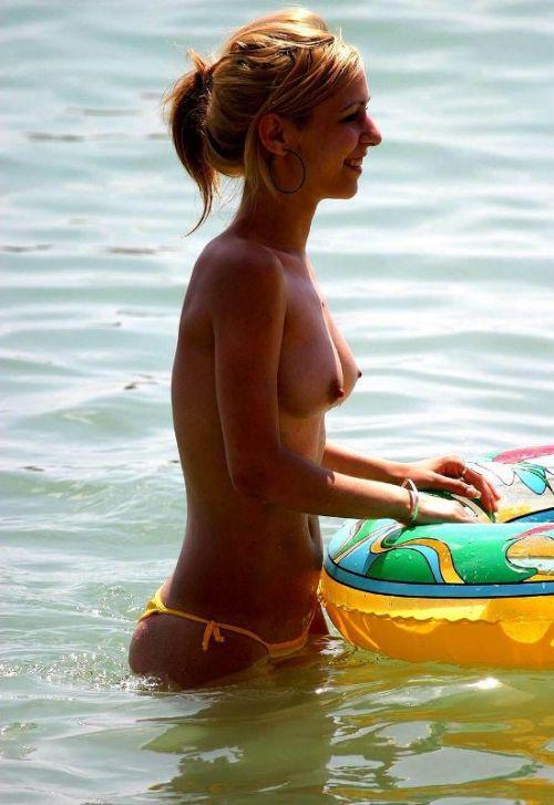 【海外盗撮】ヌーディストビーチで巨乳を放り出す外国人美女エロ画像 39枚 No.33