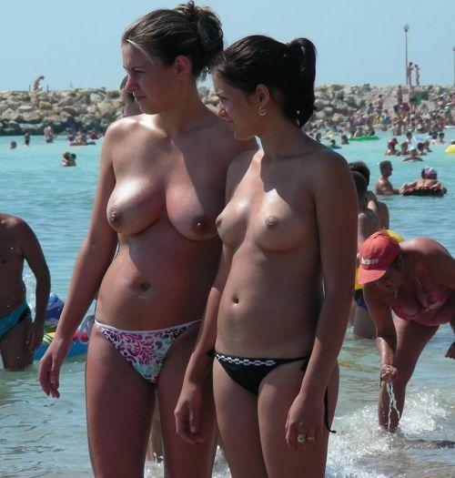 【海外盗撮】ヌーディストビーチで巨乳を放り出す外国人美女エロ画像 39枚 No.34