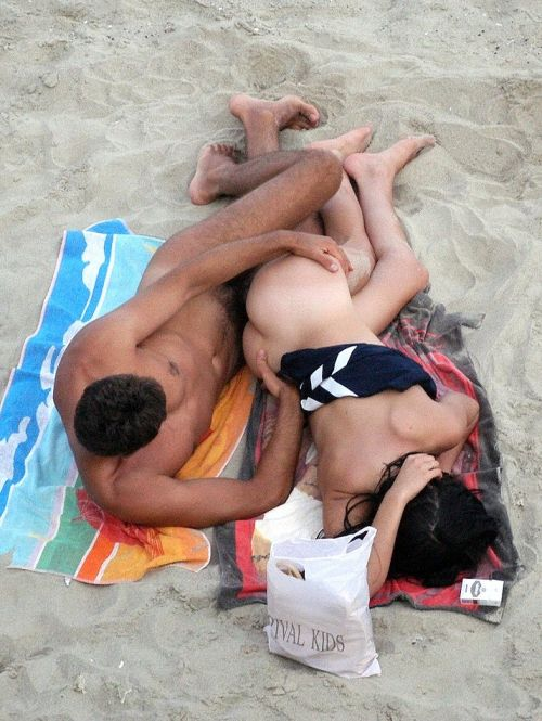 海外のヌーディストビーチで外人さんがセックスしちゃってるエロ画像 35枚 No.3