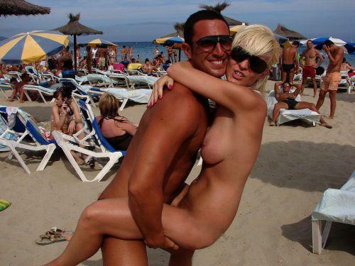 海外のヌーディストビーチで外人さんがセックスしちゃってるエロ画像 35枚 No.4