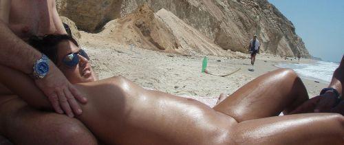 海外のヌーディストビーチで外人さんがセックスしちゃってるエロ画像 35枚 No.10