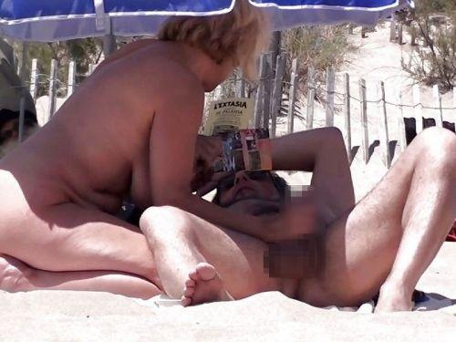 海外のヌーディストビーチで外人さんがセックスしちゃってるエロ画像 35枚 No.22
