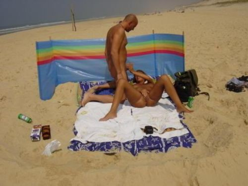 海外のヌーディストビーチで外人さんがセックスしちゃってるエロ画像 35枚 No.23